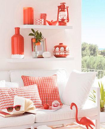Le corail est une couleur tendance pour la décoration salon et chambre en 2019