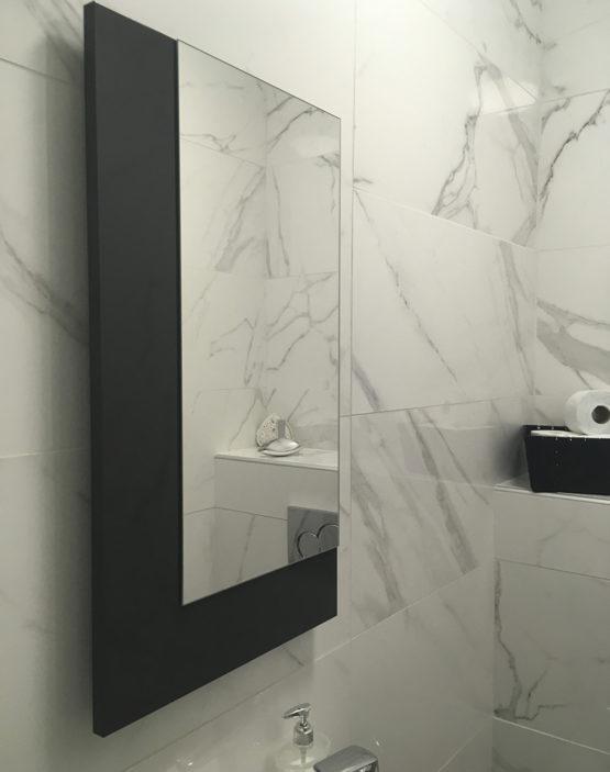 Décoration intérieur de salle de bain en carrelage et faience